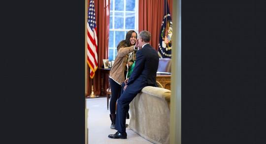 Những khoảnh khắc ấn tượng của ông Obama ảnh 14