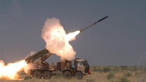Ấn Độ thử thành công tên lửa Pinaka II phóng hàng loạt ảnh 1