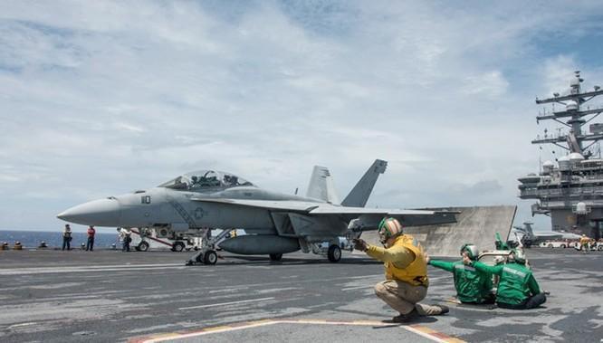 Clip quy trình lắp ráp máy bay chiến đấu F/A-18 của Mỹ ảnh 1
