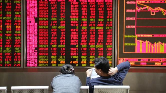 Giá cổ phiếu sụt giảm, sàn chứng khoán TQ ngừng hoạt động ảnh 1