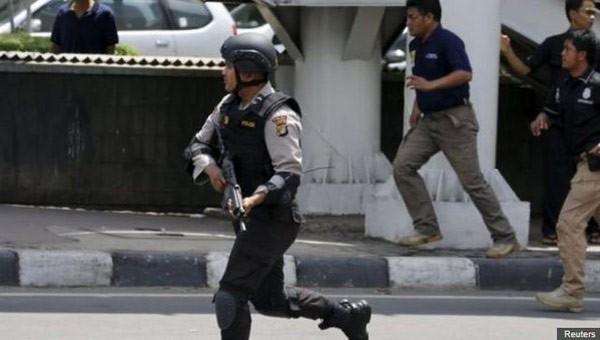 Đánh bom, đấu súng dữ dội ở Jakarta, ít nhất 5 người thiệt mạng ảnh 2