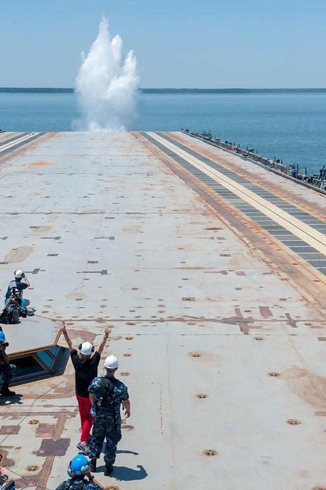 Video quá trình chế tạo siêu tàu sân bay lớp Gerald R. Ford ảnh 14