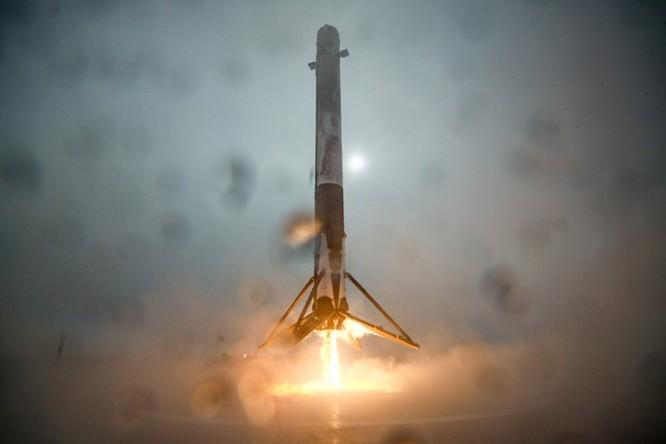 Clip tên lửa đẩy Falcon-9 đáp xuống dàn phóng ở biển thất bại ảnh 3