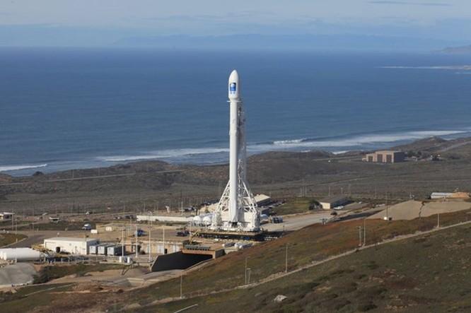 Clip tên lửa đẩy Falcon-9 đáp xuống dàn phóng ở biển thất bại ảnh 1