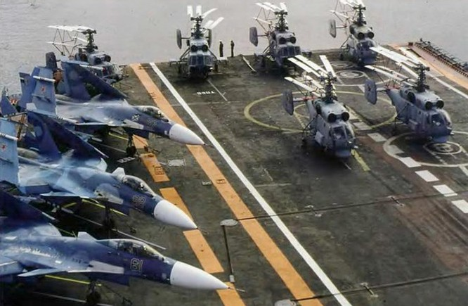 Clip tàu sân bay Trung Quốc thua xa tàu sân bay Nga ảnh 4