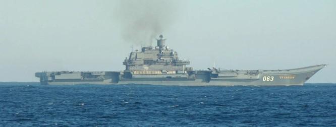 Clip tàu sân bay Trung Quốc thua xa tàu sân bay Nga ảnh 3