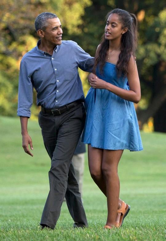 Ông Obama không dám phát biểu khi con tốt nghiệp vì sợ...sẽ khóc ảnh 1