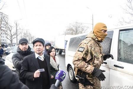 Clip đặc nhiệm Ukraine khám xét Khu Làng Sen của người Việt ở Odessa ảnh 8