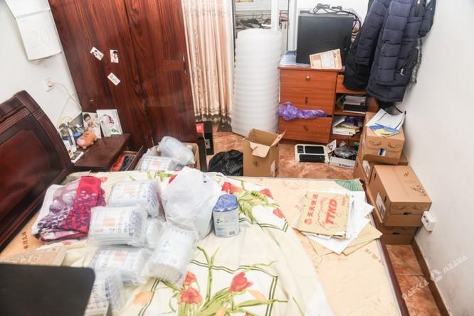 Clip đặc nhiệm Ukraine khám xét Khu Làng Sen của người Việt ở Odessa ảnh 6