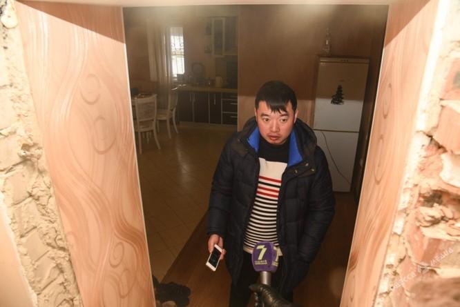 Clip đặc nhiệm Ukraine khám xét Khu Làng Sen của người Việt ở Odessa ảnh 4