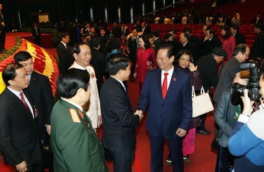 Hình ảnh xúc động của Thủ tướng lúc bế mạc Đại hội XII ảnh 1