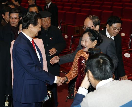 Hình ảnh xúc động của Thủ tướng lúc bế mạc Đại hội XII ảnh 5