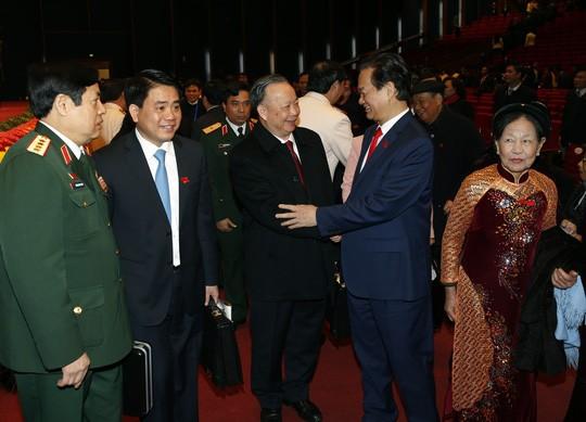 Hình ảnh xúc động của Thủ tướng lúc bế mạc Đại hội XII ảnh 3
