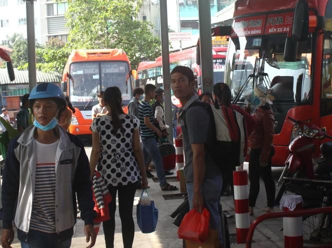 Hơn 900.000 người từ Sài Gòn về quê ăn tết bằng xe đò ảnh 1