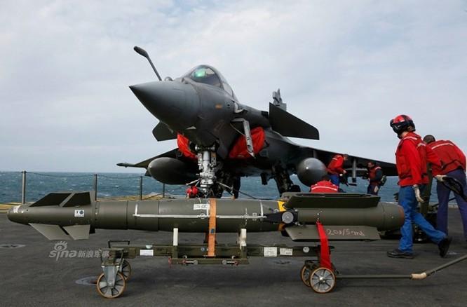 """""""Đột nhập"""" bên trong tàu sân bay Pháp không kích IS ảnh 6"""