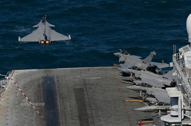 """""""Đột nhập"""" bên trong tàu sân bay Pháp không kích IS ảnh 2"""