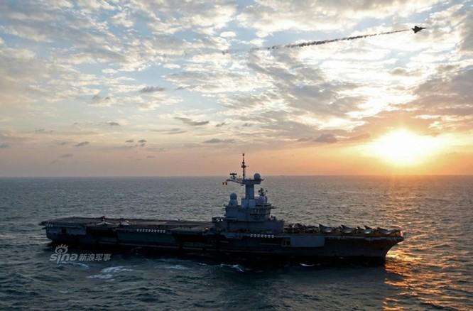 """""""Đột nhập"""" bên trong tàu sân bay Pháp không kích IS ảnh 8"""