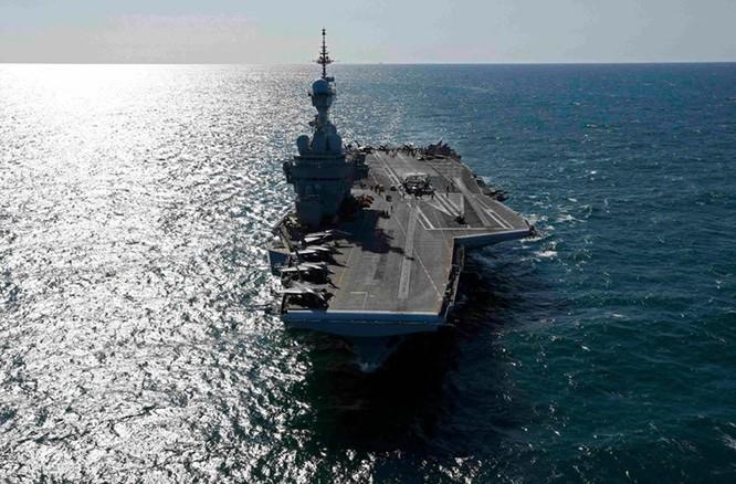 """""""Đột nhập"""" bên trong tàu sân bay Pháp không kích IS ảnh 5"""