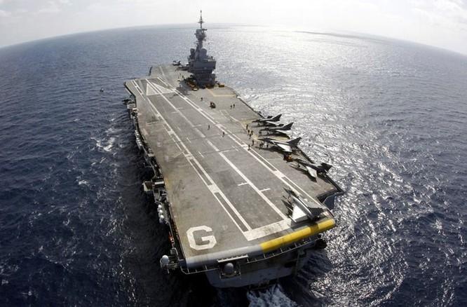 """""""Đột nhập"""" bên trong tàu sân bay Pháp không kích IS ảnh 9"""