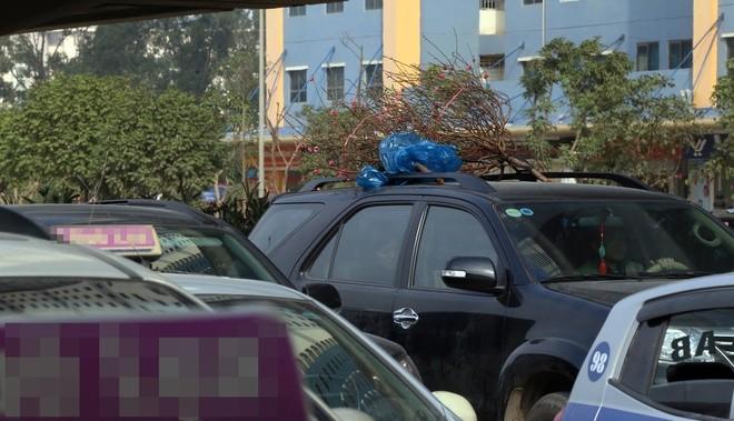 Đến 12h trưa nay, cửa ngõ thủ đô vẫn tắc đường kéo dài hàng cây số ảnh 3