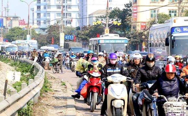 Đến 12h trưa nay, cửa ngõ thủ đô vẫn tắc đường kéo dài hàng cây số ảnh 10