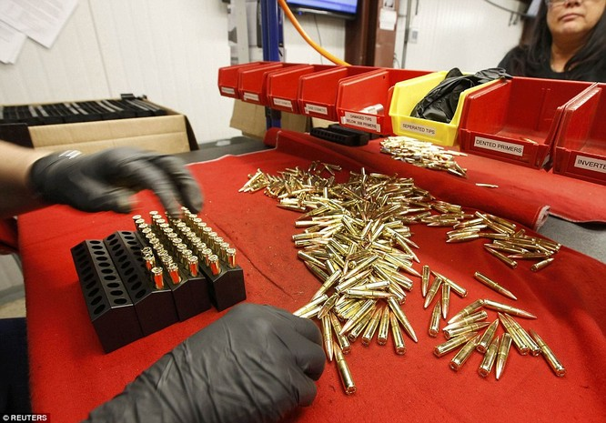 Tường tận nhà máy chế tạo ra những viên đạn chết người ảnh 7