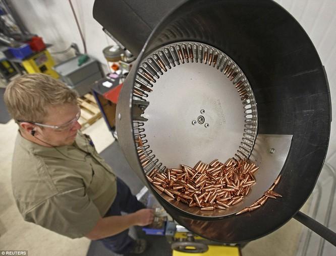 Tường tận nhà máy chế tạo ra những viên đạn chết người ảnh 3