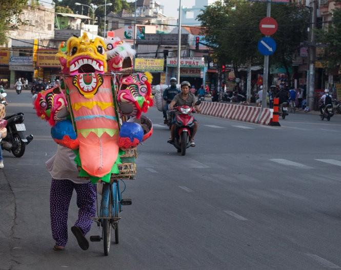 Sài Gòn rộn ràng lân tết ảnh 1