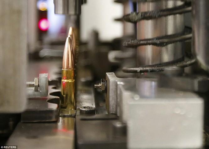 Tường tận nhà máy chế tạo ra những viên đạn chết người ảnh 5