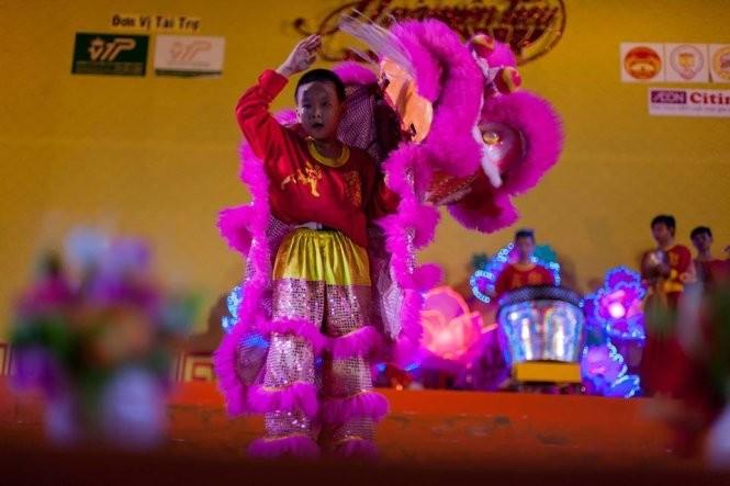 Sài Gòn rộn ràng lân tết ảnh 8