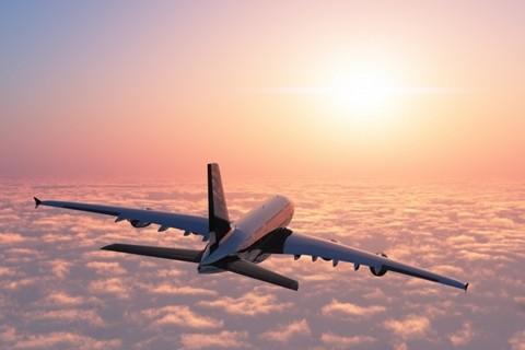 Phi công - Lương trung bình năm: 114.200 USD. Môi trường làm việc ở trên độ cao hàng nghìn mét, tập trung cao độ, sức khỏe cần phải đảm bảo sau nhiều giờ bay... phi công xứng đáng là một trong những nghề nguy hiểm nhất thế giới