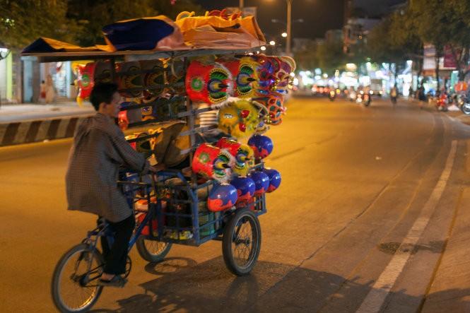 Sài Gòn rộn ràng lân tết ảnh 2