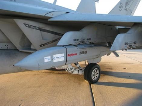 Sức mạnh của tên lửa JSOW C-1 diệt mọi mục tiêu ảnh 1