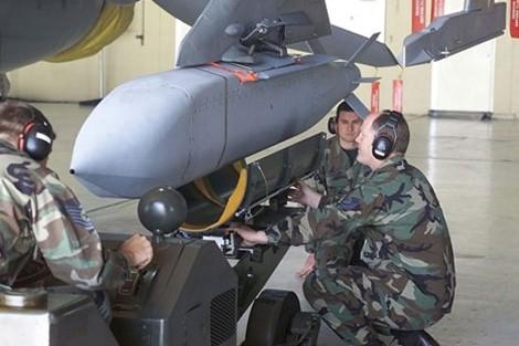 Sức mạnh của tên lửa JSOW C-1 diệt mọi mục tiêu ảnh 2