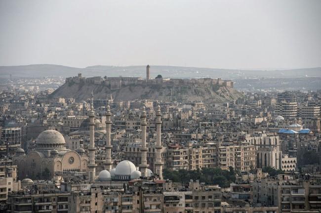 Cuộc sống trong làn đạn ở Aleppo ảnh 1
