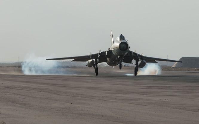 Ảnh căn cứ không quân của quân đội Syria ở tỉnh Homs ảnh 3