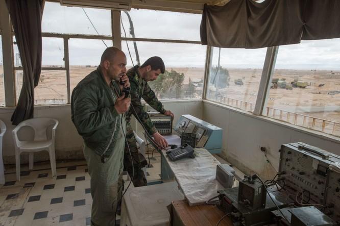 Ảnh căn cứ không quân của quân đội Syria ở tỉnh Homs ảnh 4