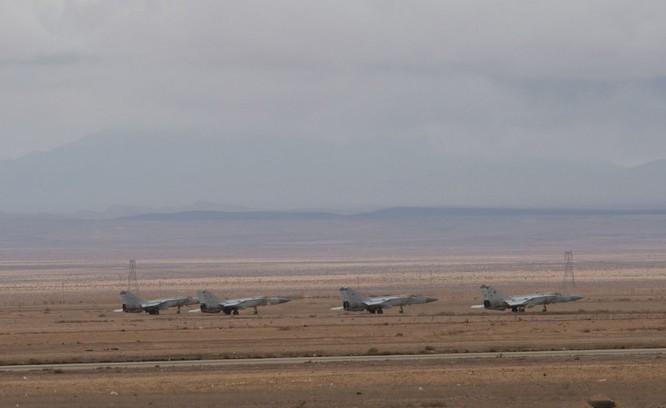 Ảnh căn cứ không quân của quân đội Syria ở tỉnh Homs ảnh 6