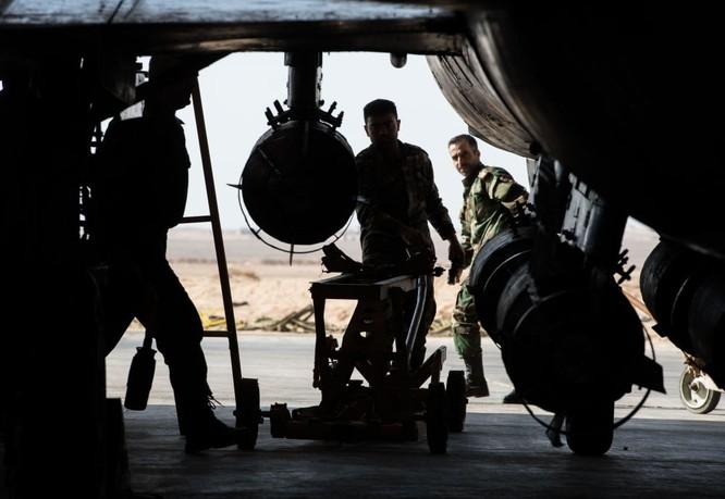 Ảnh căn cứ không quân của quân đội Syria ở tỉnh Homs ảnh 7