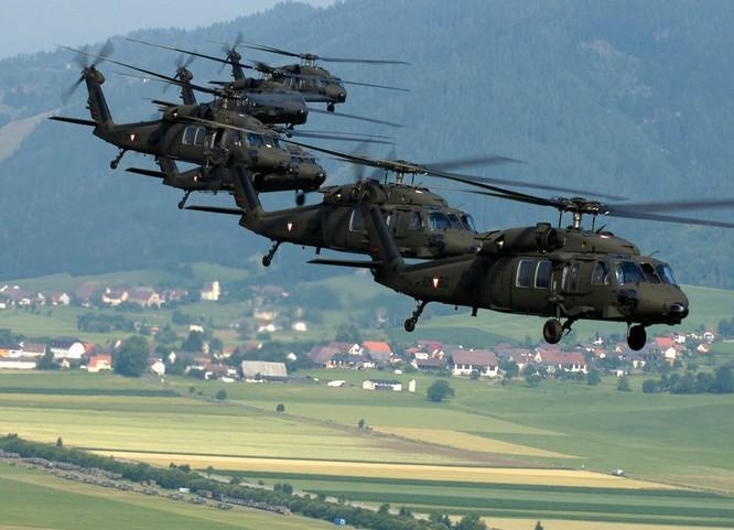 """Video Uy lực đáng sợ trực thăng """"diều hâu đen"""" UH-60 của Mỹ ảnh 1"""