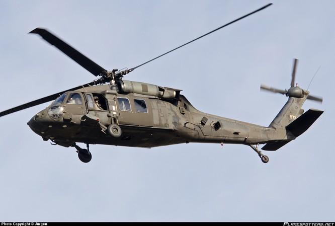 """Video Uy lực đáng sợ trực thăng """"diều hâu đen"""" UH-60 của Mỹ ảnh 2"""