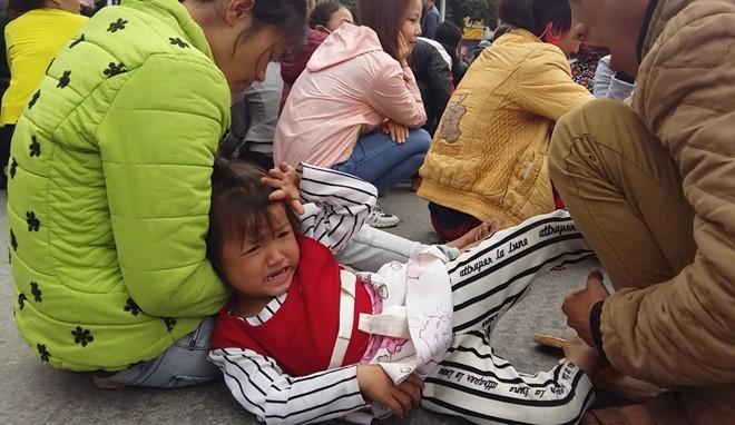 """Video Ngày thứ bảy dân vây trụ sở UBND tỉnh Thanh Hoá đòi """"trả lại biển"""" ảnh 3"""