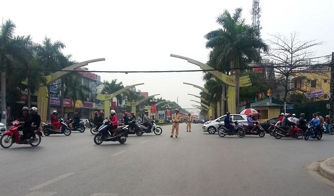 Thanh Hóa: Giao thông tê liệt vì dân xuống đường đòi bãi biển ảnh 2