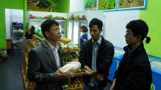 Ông Đoàn Văn Vươn tiếp thị vịt biển ở Hà Nội ảnh 1