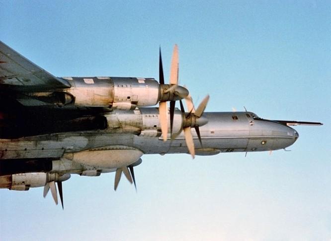 Video Máy bay săn ngầm Nga tuần tra Biển Đông ảnh 2