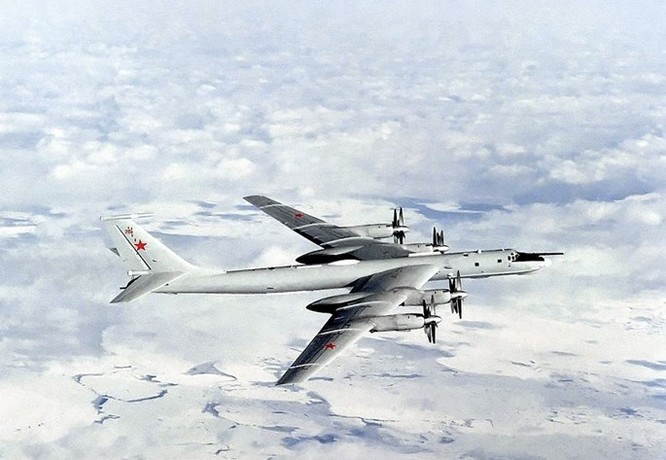 Video Máy bay săn ngầm Nga tuần tra Biển Đông ảnh 1