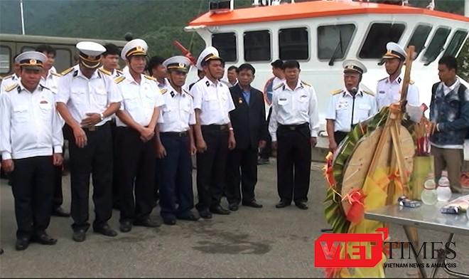 Sáng 14-3, tại Đà Nẵng, các cựu chiến binh, nguyên là cán bộ, chiến sĩ Trung đoàn 83 Công binh (E83), Quân chủng Hải quân Việt Nam đã tổ chức Lễ tưởng niệm 64 liệt sĩ trong trận chiến giữ đảo Gạc Ma (quần đảo Trường Sa, Việt Nam) cách đây 28 năm
