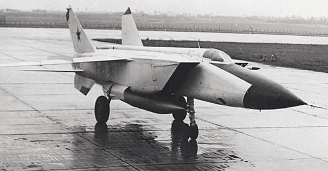 Chiếc tiêm kích của Liên Xô làm Israel phải kinh sợ ảnh 1