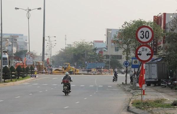 Tổng cục Đường bộ 'nắn' Đà Nẵng vụ cắm biển báo trái quy định ảnh 1