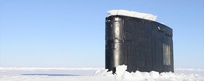 Video tàu ngầm hạt nhân Mỹ phá băng Bắc Cực trồi lên ảnh 1